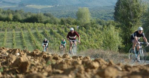 eroica-route-bikers-gaiole-chianti-Tuscany
